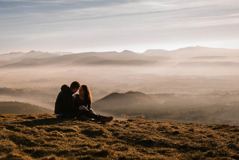love session au coucher du soleil, photographe Priscillia Hervier Puy de dome