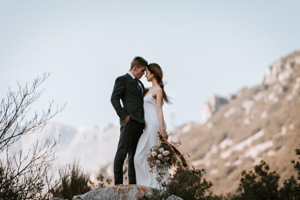 Priscillia Hervier, mariage chic et élégant à courmes, près de nice, en provence