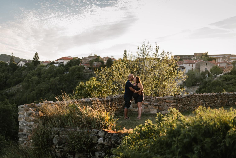 seance photo dematernité au coucher du soleil à Champeix, Priscillia Hervier