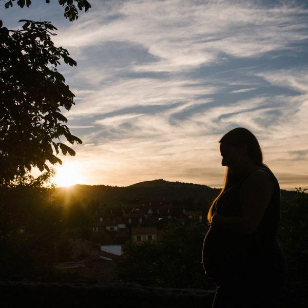 Session grossesse au coucher du soleil, Priscillia Hervier, Champeix