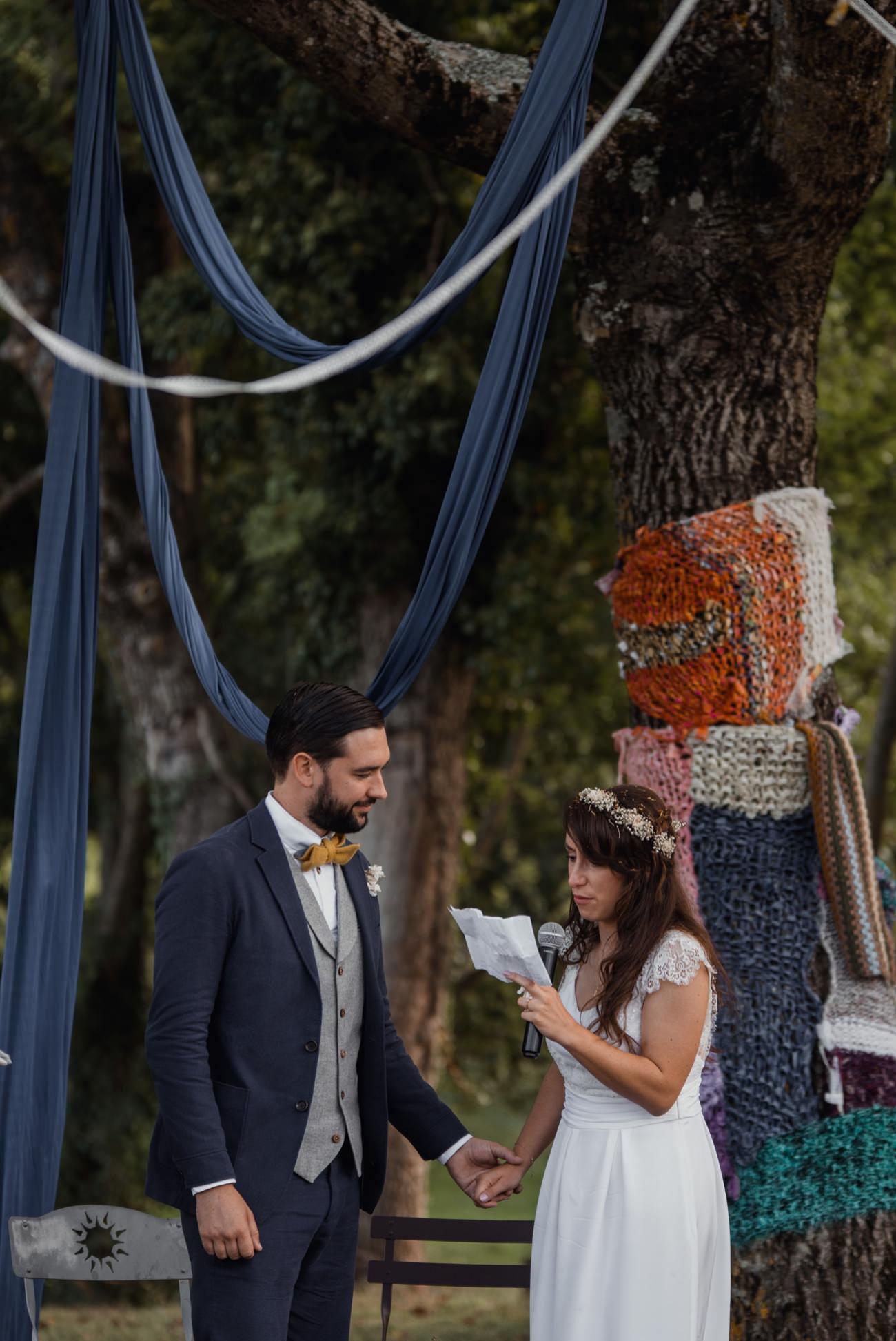cérémonie laïque sous un arbre, mariage intime, Priscillia Hervier photograph