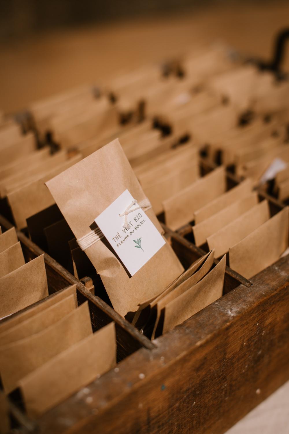 sachets de thés comme cadeaux pour invités au mariage, Priscilia Hervier, photographe auvergne