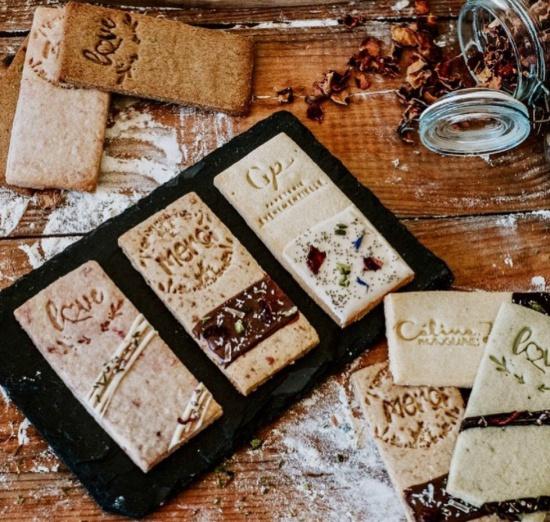 Biscuits personnalisés de gourmandista, cadeaux pour invités au mariage, Priscillia Hervier, photographe auvergne