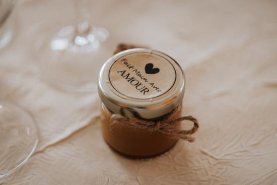 des petits pots de caramel beurre salé, cadeaux pour invités au mariage, Priscillia Hervier, photographe auvergne