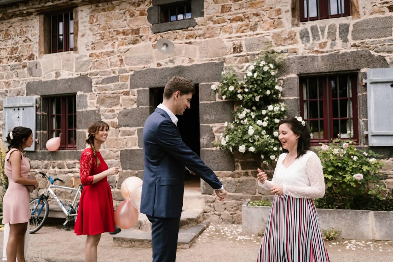 Mariage intime au château de Miremont, en Auvergne, par Priscillia Hervier, photographe de mariages près de Bioude
