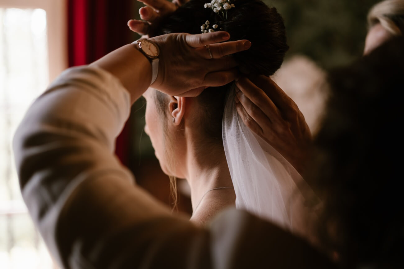 Mariage intime au château de Miremont, en Auvergne, par Priscillia Hervier, photographe de mariages cantal