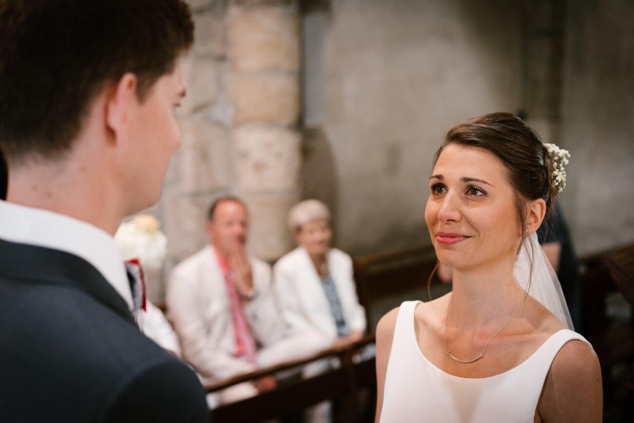 Mariage intime au château de Miremont, en Auvergne, par Priscillia Hervier, photographe de mariages puy de dome