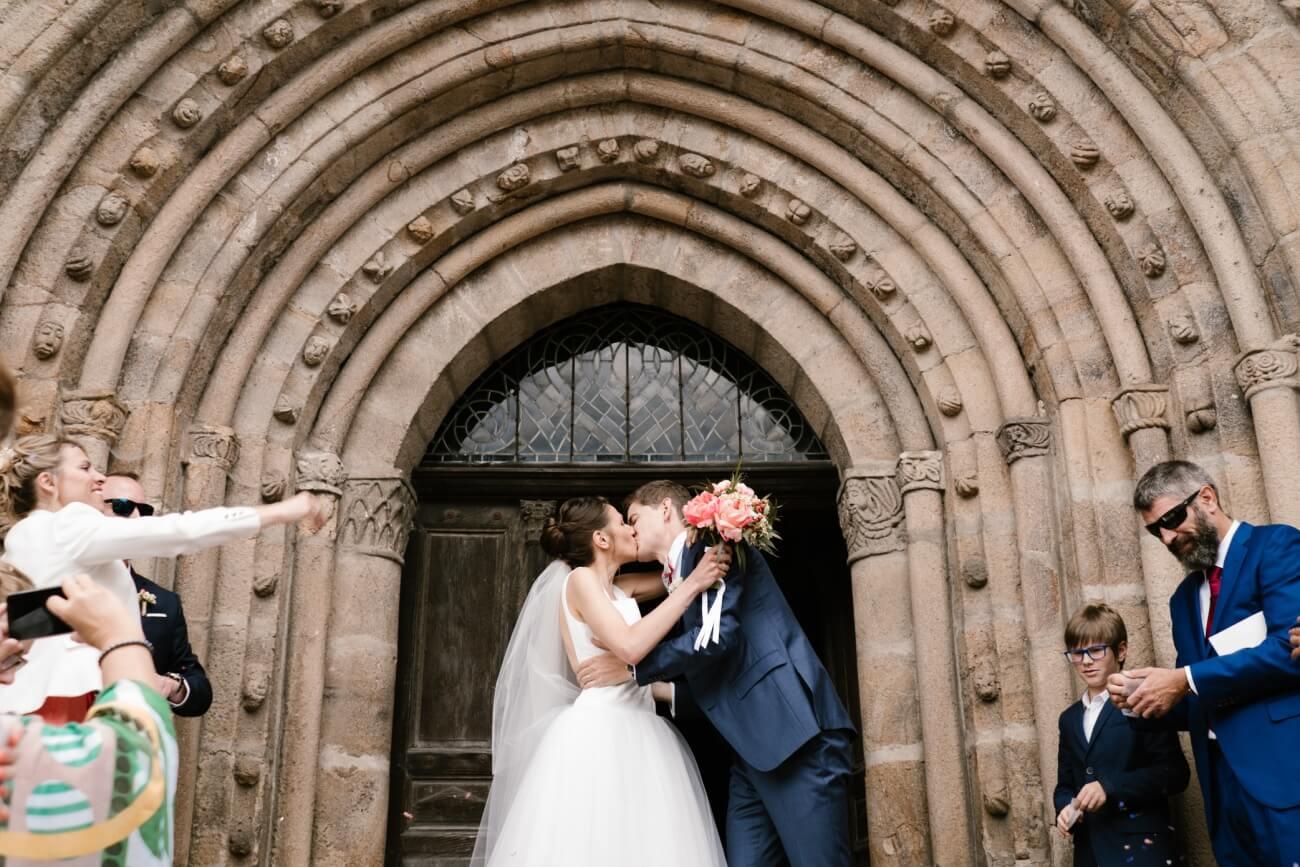 Mariage intime au château de Miremont, en Auvergne, par Priscillia Hervier, photographe de mariages allier