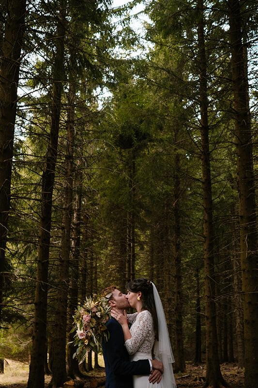 Julie et thomas témoignent apres leur reportage photo de mariage avec Priscillia Hervier photographe de mariages dans le Cantal